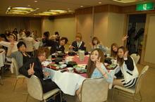 豪華な夕食に学生も満足!!バスの中で学んだ食事マナーは守れたかな??